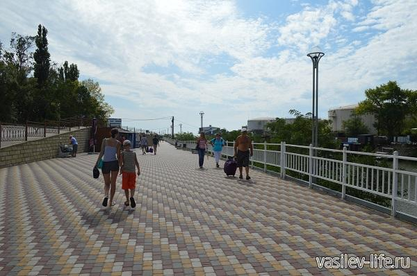 Эта-дорога-ведет-на-городской-пляж-в-Туапсе1