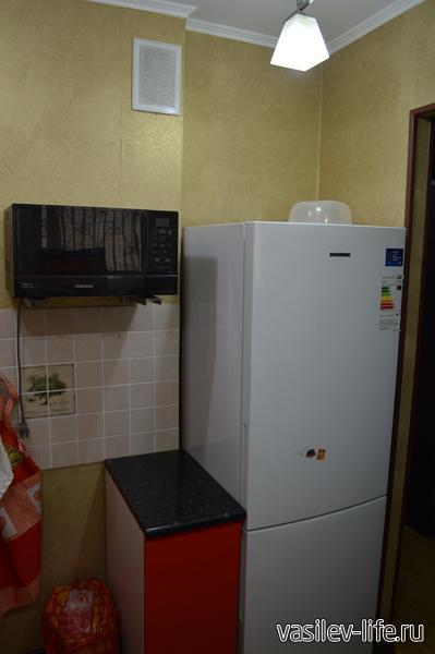 Чистый холодильник и микроволновая печь