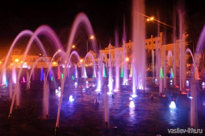 Музыкальный фонтан на набережной в Астрахани