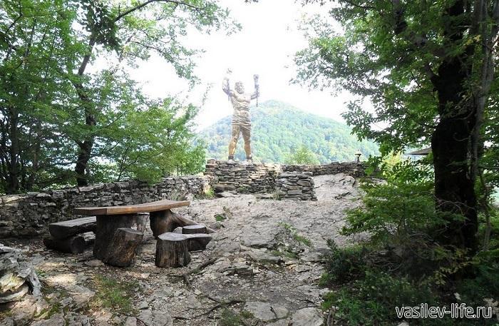 Орлиные скалы и памятник Прометею Мацеста