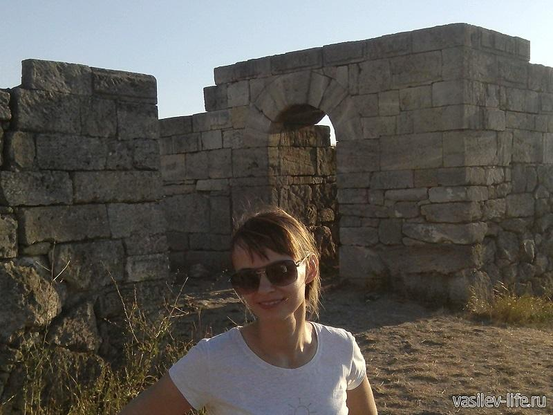 Древние постройки и моя жена Ульянка