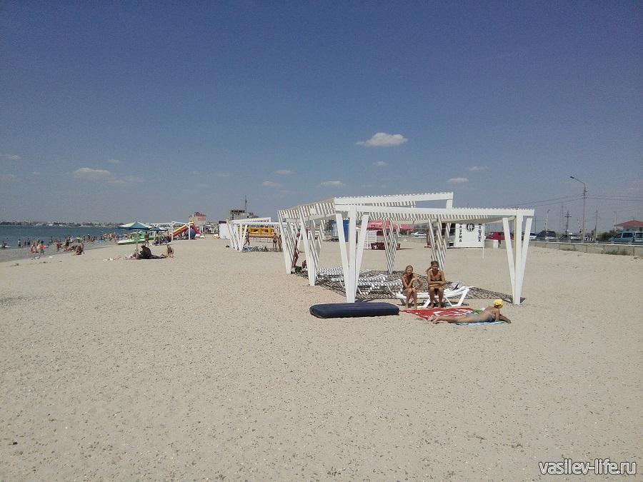 Пляж Легенда - навесы