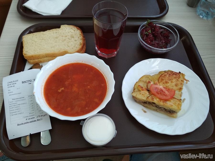 Обед в столовой Еда