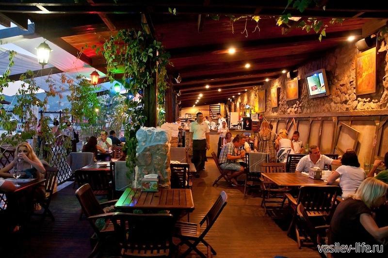 Ресторан Ван Гог в Ялте на Массандровском пляже